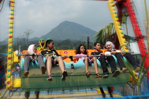 happy swing jungleland
